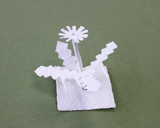 組み立てた紙漉き作品の写真。